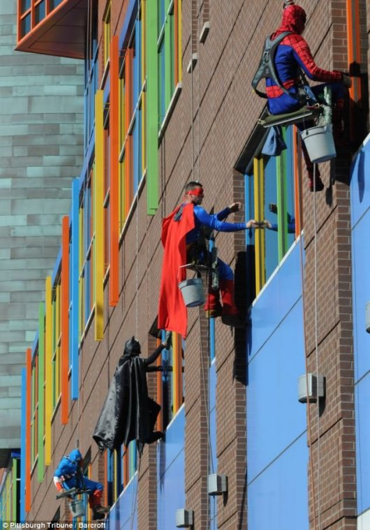 Faith+In+Humanity+Restored.+Window+cleaners+dress+up+as+superheroes_93cc13_4425768